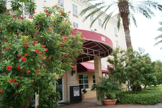 Hampton Inn and Suites St. Petersburg Downtown: The entrance