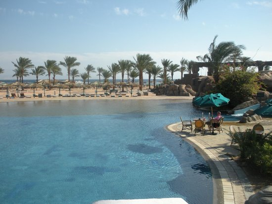 The Bay View Resort Taba Heights: View of beach from pool