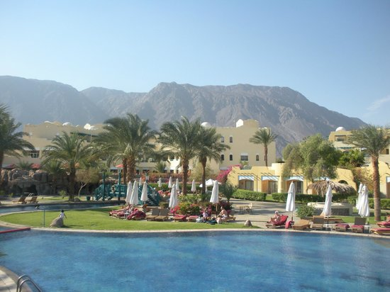 The Bayview Taba Heights Resort: View of the hotel from the pool
