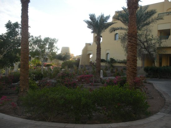 The Bay View Resort Taba Heights: Hotel gardens