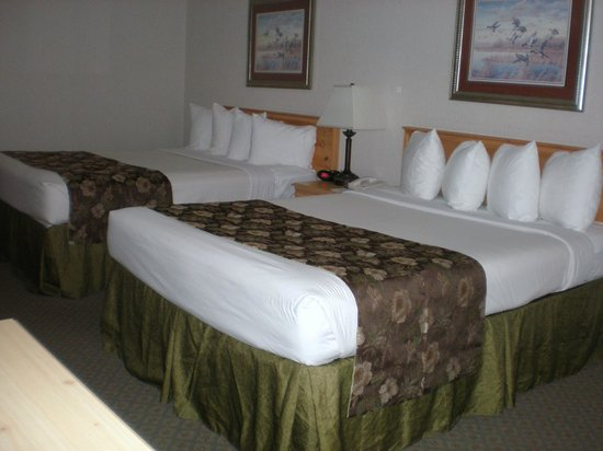 Best Western Woodburn: Family Suite has two bedrooms, accomodates six guests.