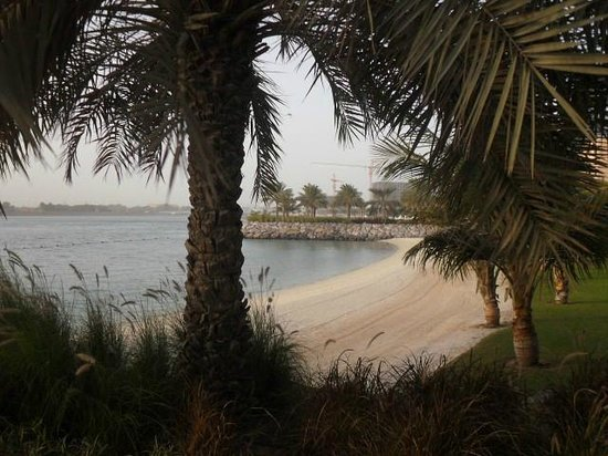 Traders Hotel, Qaryat Al Beri, Abu Dhabi: Walk from Traders hotel to the nearby souk
