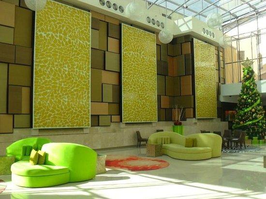 Traders Hotel, Qaryat Al Beri, Abu Dhabi: Hotel reception