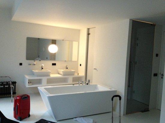 Hotel Zenden: Vlak voor uitchecken nog even een foto van 'badhoek' van de WOW kamer