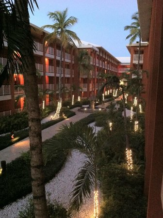 Barcelo Bavaro Palace: Between Buildings 5 & 6