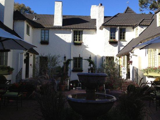 L'Auberge Carmel: Courtyard