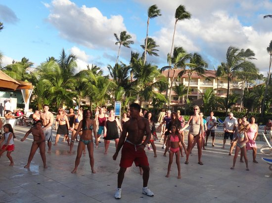 Hotel Majestic Colonial Punta Cana: AREA DE LA PISCINA 