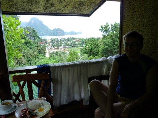 El Nido Viewdeck Inn: the patio/deck outside our room