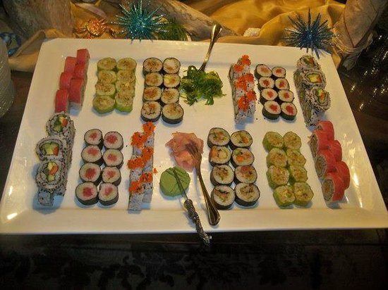 Pirates Point Resort: Sushi and champagne at Gladys' house