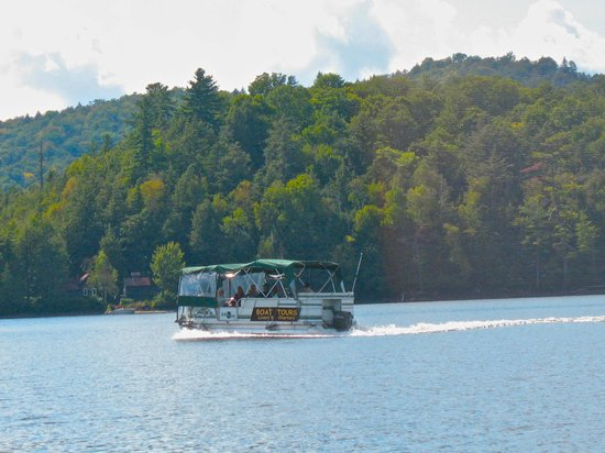 Long Lake, NY: Grab a Boat Tour and a bite at the Knoshery