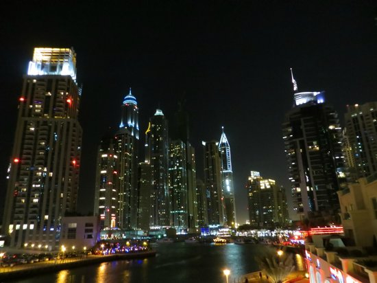 Dubai Marriott Harbour Hotel & Suites: Marina @ Night