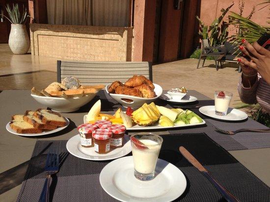 Crystal Hotel : Continental Breakfast