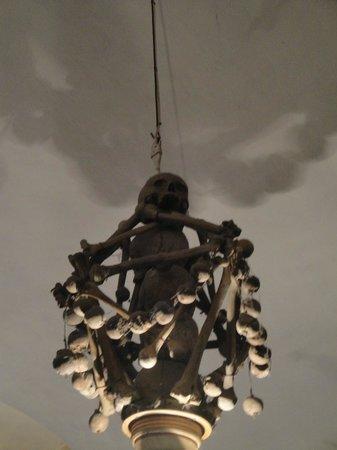 Chiesa dei Morti: LAMPADARIO TESCHIO