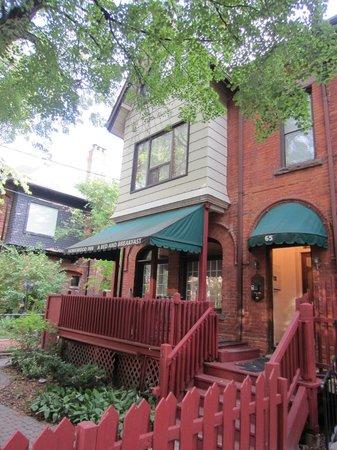 Homewood Inn: le N° 65 : l'entrée principale , l'accueil et parties communes