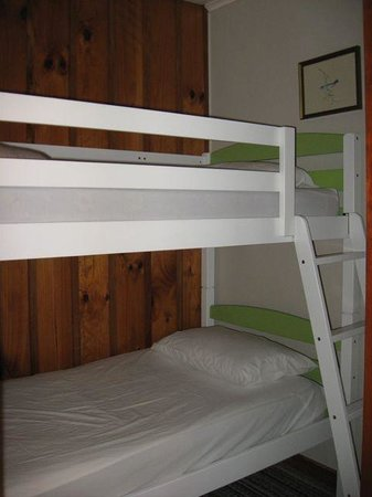 Bradshaw's Travel Lodge: Double bunks in family room