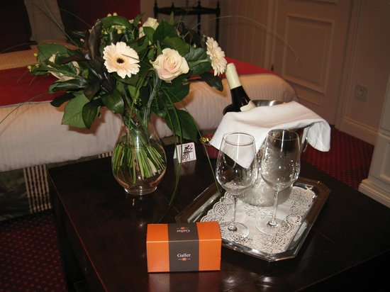 Hotel Prinsenhof Bruges: A few extra ordered for our room