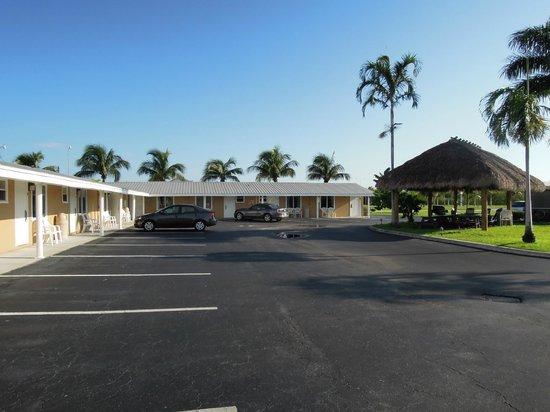 Everglades City Motel: Vue sur l'hôtel