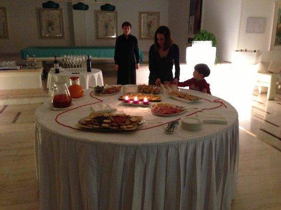 Hotel Moderno Chianciano: Buffet di aperitivo
