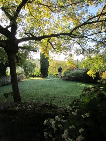 Maison Rancesamy: Walk in the garden before breakfast