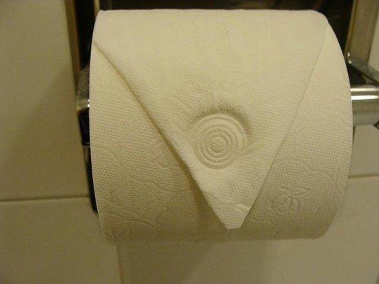 Ayre Hotel Caspe: toilet paper in men's locker room