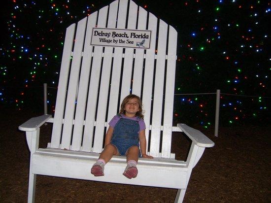 Atlantic Avenue: Big chair at the big Christmas tree