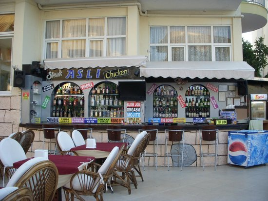 Hotel Asli: Outside bar