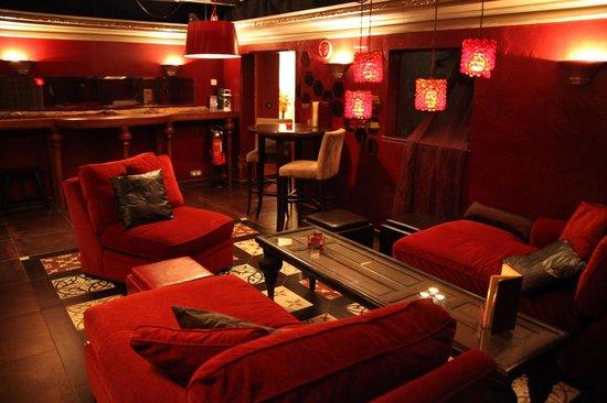 La Casa Noble: More bar...