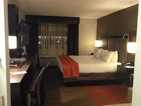 Holiday Inn Newark Airport:                   comfy bed