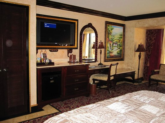 Peppermill Resort Spa Casino: Room