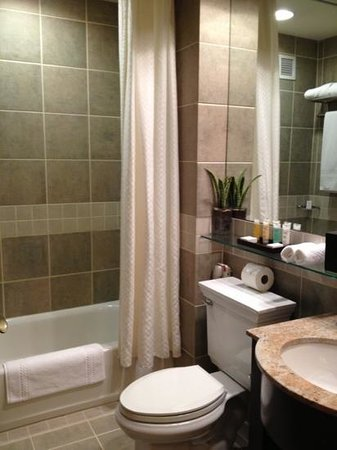 Library Hotel: beautiful bathroom