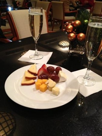Library Hotel: wine & cheese between 5&8pm!