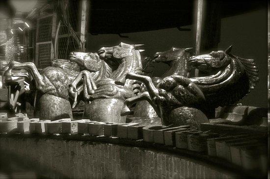 Camden Market: Horses