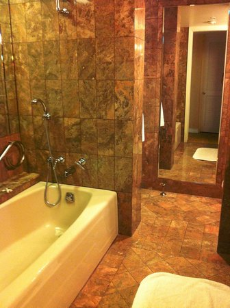 JW Marriott San Francisco Union Square: Tub/shower