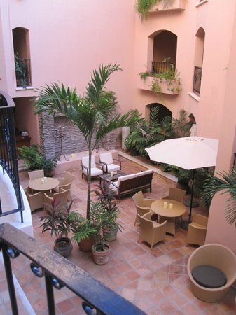 Acanto Boutique Hotel and Condominiums Playa del Carmen Mexico: Courtyard