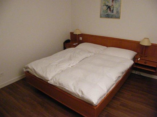 Hotel de la Rose : bed