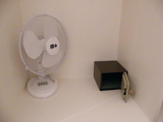 Hotel de la Rose : safe and 'air conditioning'