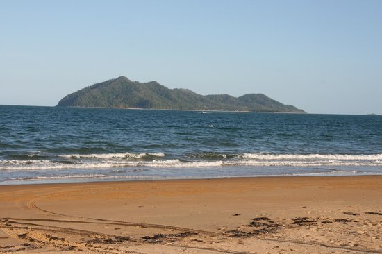 Onna Mission Beachfront Apartments: The view of Dunk Island from the beach
