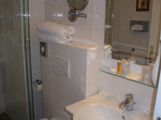 Timhotel Tour Montparnasse: bathroom