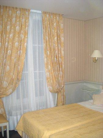 โฮเต็ลดูชองเดอมาร์: Room 44