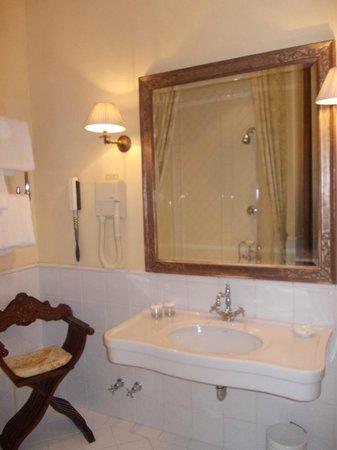 Grand Hotel Baglioni Firenze: bagno cam. 207