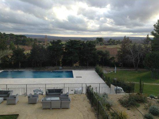 Chateau Les Carrasses: pool and patio area