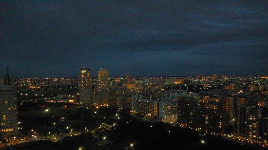 APA Hotel & Resort Tokyo Bay Makuhari: 部屋から:幕張ベイタウン方面