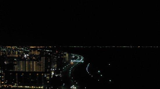 APA Hotel & Resort Tokyo Bay Makuhari: 部屋から:幕張の浜方面