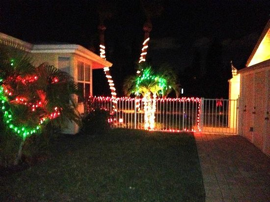 Sea Spray Resort on Siesta Key : All lit up for Christmas!