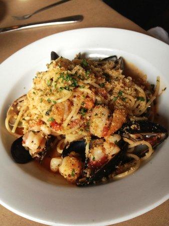 Del Porto: Artisan spaghetti w/gulf shrimp, scallops, clams, mussels & white wine sauce