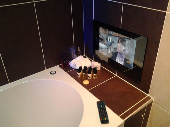 Cranleigh Boutique : tv in the en suite, love it