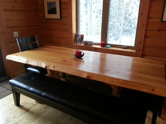 Mount 7 Lodges: Dining Table