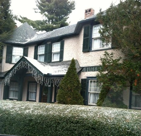 Pinecrest Bed & Breakfast: Loved the look when we first arrived just from the first impression.