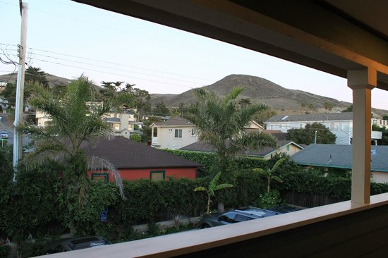 Cayucos Sunset Inn: View from back of motel