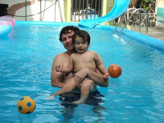 Villa Prats Hotel: disfrutando en la piscina